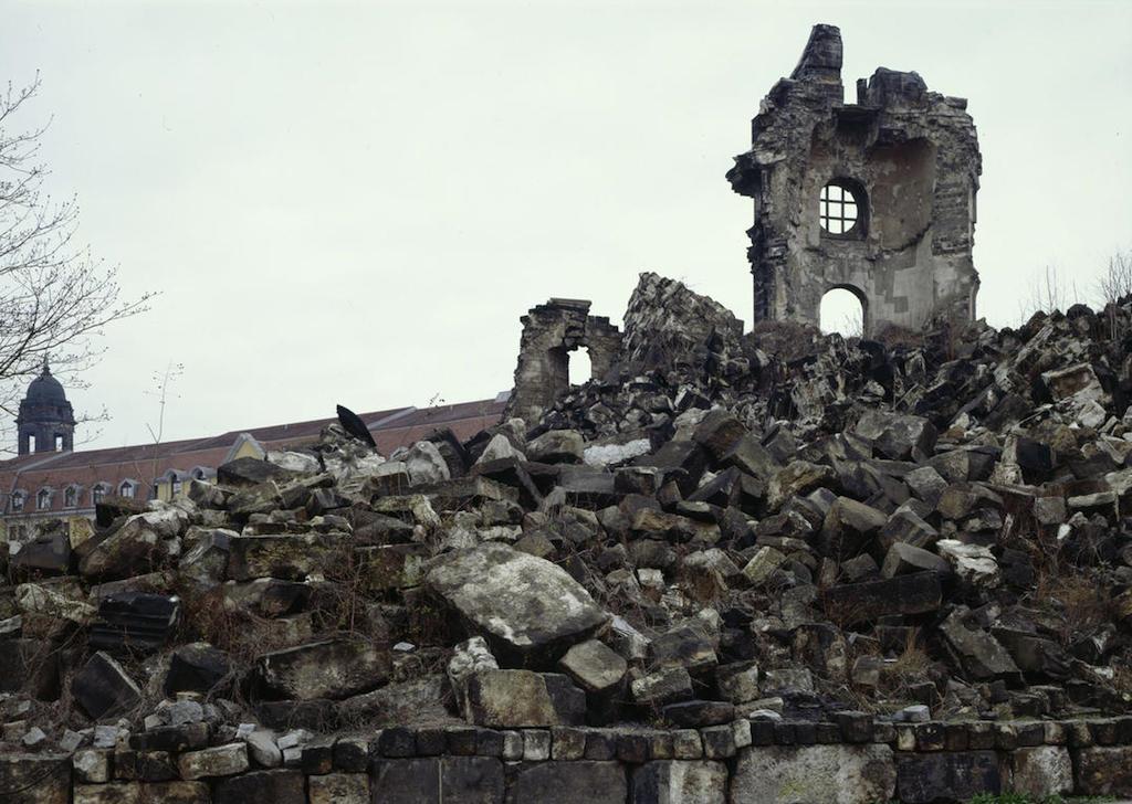 Руины церкви Богородицы в Дрездене
