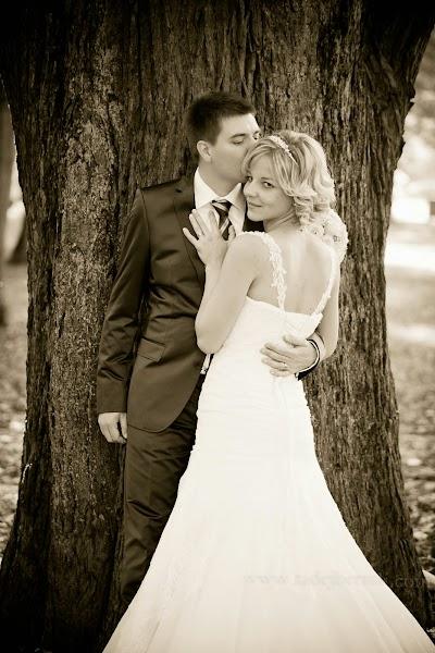 porocni-fotograf-wedding-photographer-poroka-fotografiranje-poroke- slikanje-cena-bled-slovenia-ljubljana-bled-hochzeitsfotografho (88).jpg