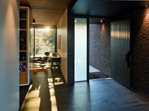 Casa-moderna-ladrillo-y-madera