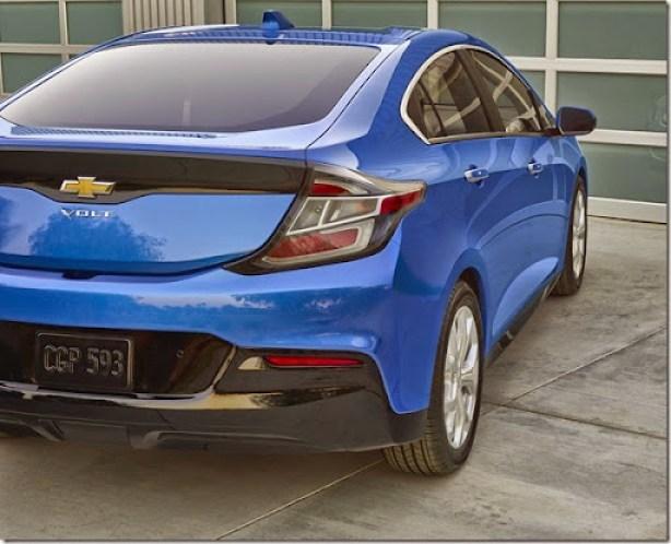 2016-Chevrolet-Volt-12
