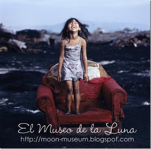 Hartmut-Schwarzbach_UNICEF-2007_Moon-Museum_LOGO