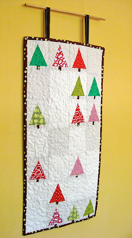 Little forest wall hanging - easy Christmas quilt for beginners