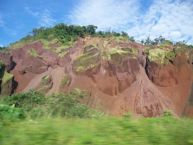 Cerro desgajado, ¿deforestación?