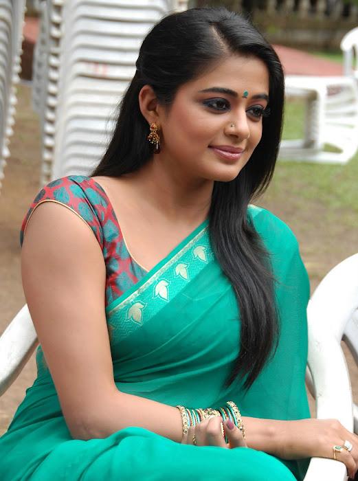 priyamani wearing green saree high quality latest photos