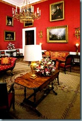 Sala vermelha da casa branca.