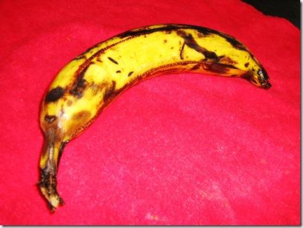 Lava el plátano, sécalo y picalo con un tenedor antes de meterlo al micro