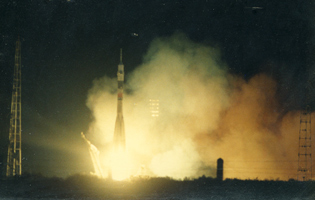 Soyuz TM-7 launch
