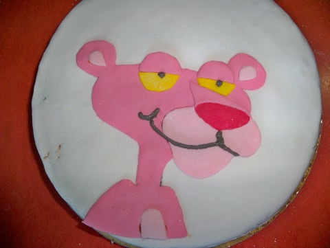cake decorating in progress (3)