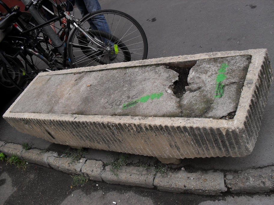 Budapest,  virágvályú, Budapest,  virágvályú, blog,  beton, vicces