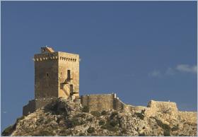 Sizilien - Der 'Torre Normanna' nahe Altavilla Milicia