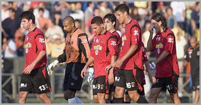 jugadores del conjunto venezolano durante el compromiso de Copa Libertadores entre Everton y Caracas FC,  en las instalaciones Estadio Sausalito de Viña del Mar (Nelson Pulido)