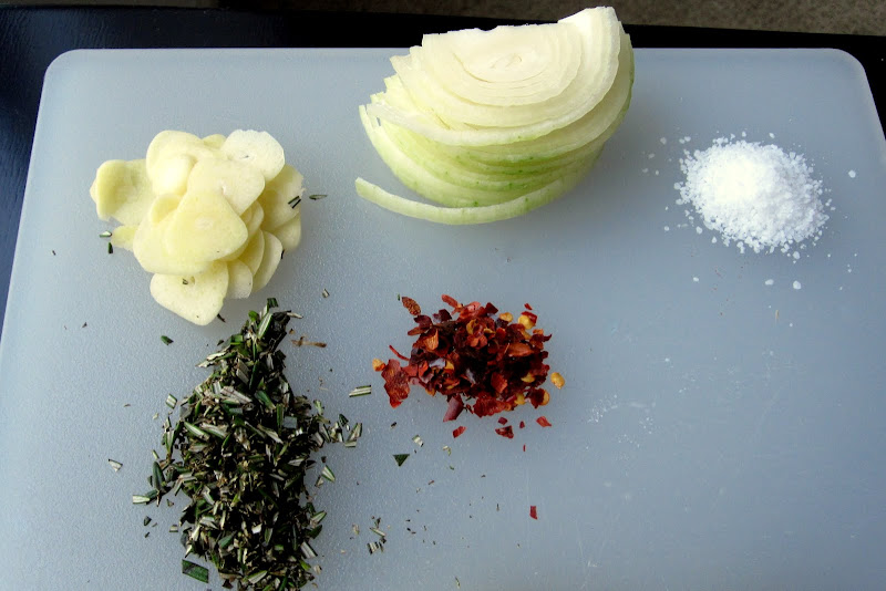 red pepper flakes garlic onion salt rosemary