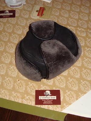 Забытая шапка в ресторане У Хромого Пола