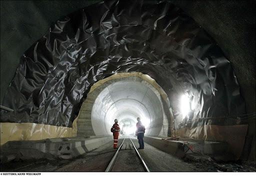 longest-rail-tunnel (3)