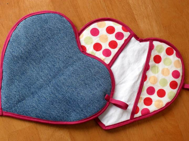 [heart potholders front and back[3].jpg]