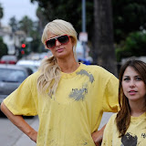 Paris Hilton performs community service with Hollywood Beautification Team (6).jpg