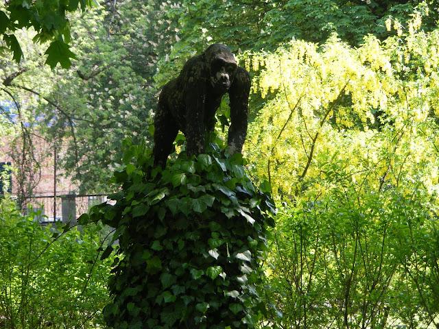 Rzeźba małpy - Stare Zoo