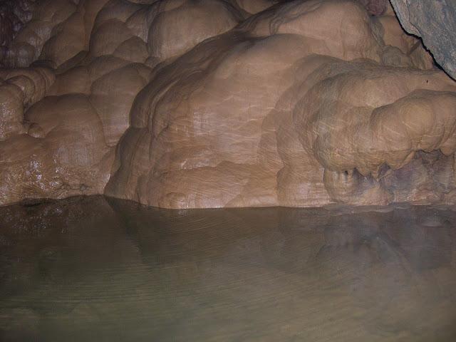 Colada con reflejo del agua