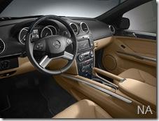 0904_03_z 2010_mercedes-benz_gL350 interior_view
