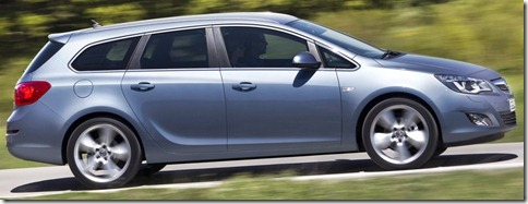 Opel-Astra_Sports_Tourer_2011_800x600_wallpaper_0b