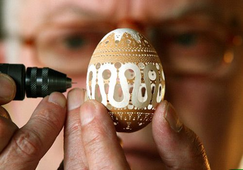 Artist Frank Grom Drills Thousands Of Holes In Eggshells To Create These Delicate Works Of Art!