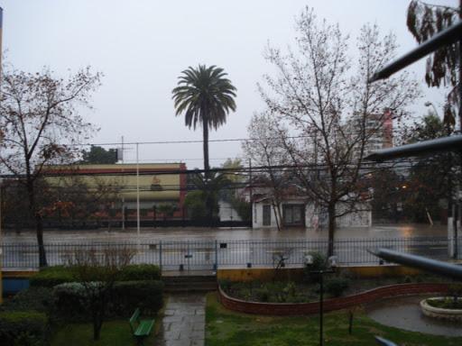 Esta imagen no es la de un rio, es de la Avenida en la cual vivo.