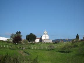 Tejo e iglesia de Muñó. Siero. 2008