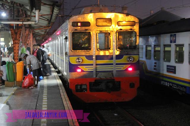 Merasakan Sendiri Naik Kereta Api Ekonomi AC Bogowonto