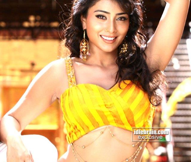 Shriya Saran Hot Navelarmpit And Cleavage Show Sexy In Atm Movir