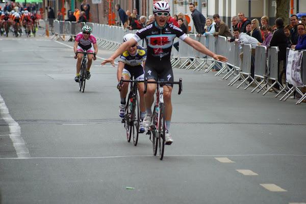 Engelbert Van Keirsbulck wint 19e GP Hostekint in Roeselare