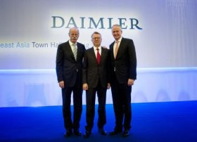 Dr. Dieter Zetsche (left), Chairman of the Board of Management of Daimler AG and Head of Mercedes-Benz Cars, together with Hubertus Troska (right), member of the Board of Management of Daimler AG responsible for China activities since December 13, 2012, and Ulrich Walker (middle), parting Chairman and CEO of Daimler Northeast Asia.