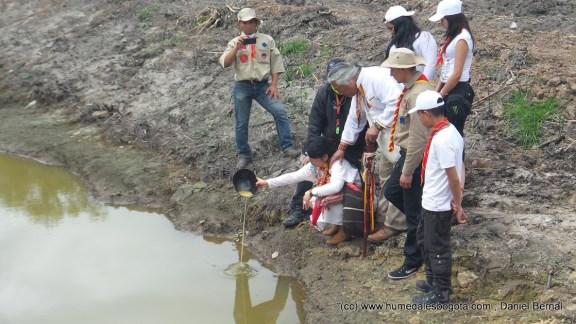 Entrega de agua y chicha en el Humedal Nuevo Tibabuyes