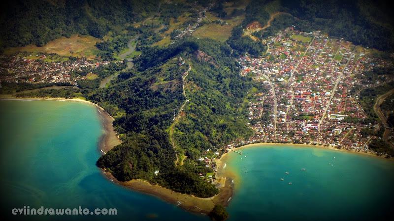 Pemandangan dari atas Bandara Minangkabu padang