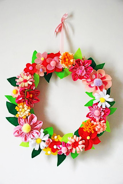 DIY Felt Flowers Spring Wreath via q-made