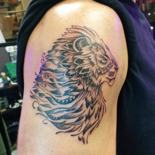 lion of judah shoulder tattoo images galleries with a bite. Black Bedroom Furniture Sets. Home Design Ideas