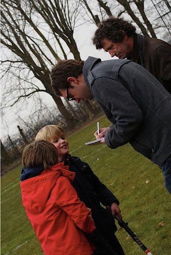 jongeren geven interview voor het Nieuwsblad