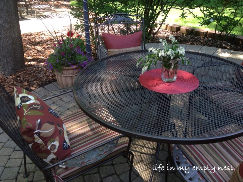 life in my empty nest  Painting a Wrought Iron Patio Table and Chairs Painting a Wrought Iron Patio Table and Chairs