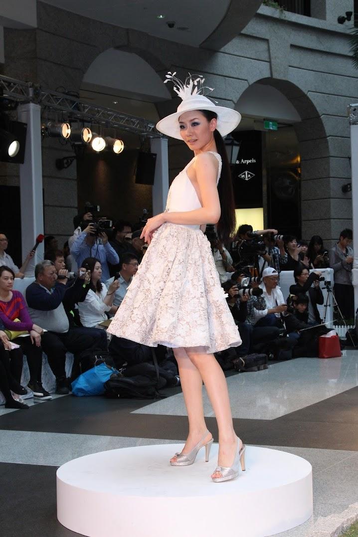 *BELLAVITA 2013春夏聯合新品發表會:Janet 一襲低胸寶藍洋裝「漫步春天」 10