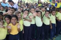 Los estudiantes de educación inicial y primaria de la Unidad Educativa Bolivariana Provincia de Guayana también mostraron los resultados del programa pedagógico y social de El Sistema. Con una mezcla coral de obras de nuestro repertorio popular venezolano pusieron acento en la diversión que ofrece la formación musical, dentro del programa de educación formal que se sigue en este plantel.