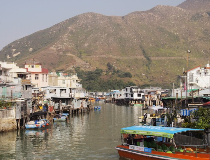 Looking at Tai O from the bridge connecting the community to the parking area