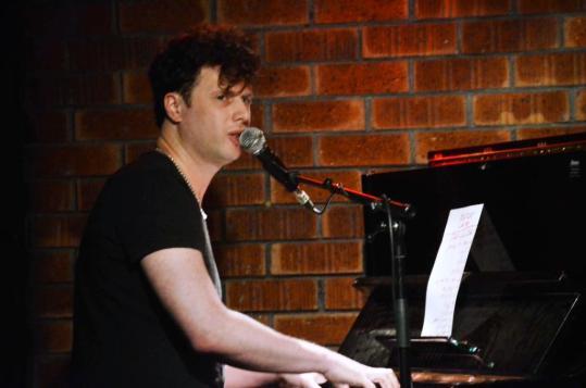 עפר בשן והפסנתר. צילום: יובל אראל