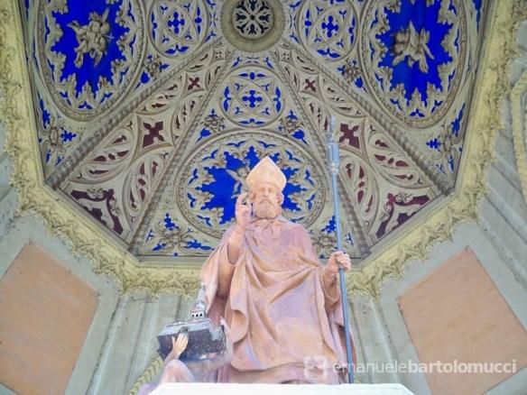 Statua di San Geminiano nel Tempietto sulla Fonte miracolosa