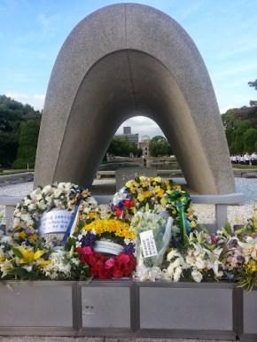 Miembros de la Sinfónica Juvenil de Caracas llevaron su mensaje de paz al monumento que honra a las víctimas de Hiroshima