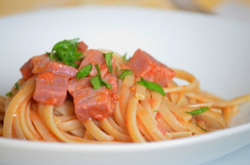 Linguine tonno affumicato pomodoro fresco