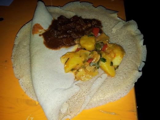 Bild vom gemischten Teller mit Essen aus Eritrea