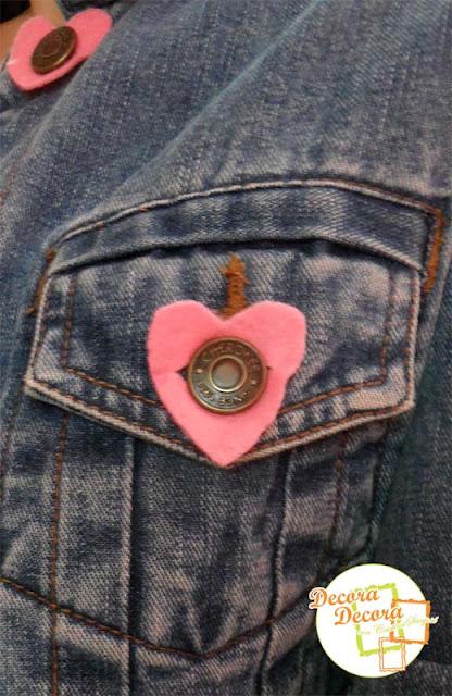 Decora los botones de una chaqueta en San Valentín.
