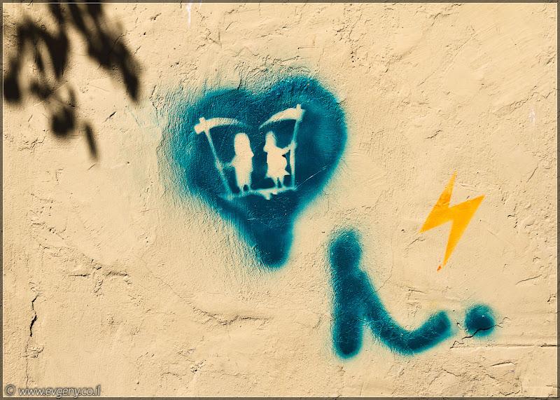 Граффити Тель Авива / Старуха с косой... даже две