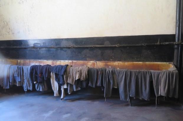 Raum, in dem sich die Gefangenen vor der Erschießung auskleiden mussten