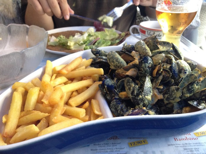 moules frites with curry sauce