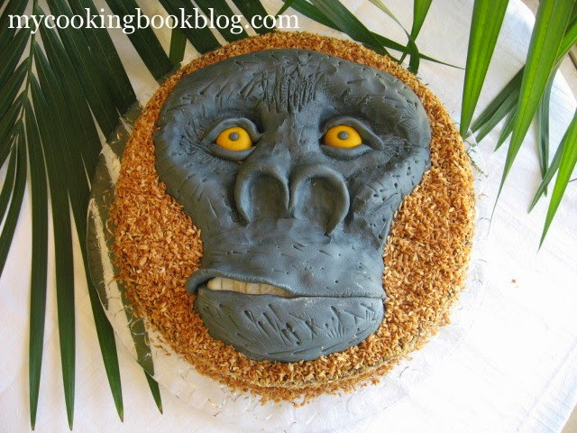 Торта шоколадово-кокосова нирвана като глава на горила